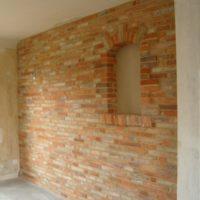 mur intérieur en briques anciennes