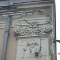 chapiteau-sculpte-en-fausse-pierre